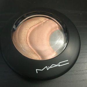MAC Mineralize Skinfinish OTHERWORLDLY highlight